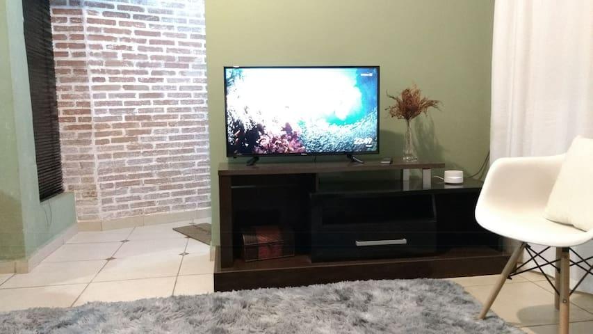 """TV 40"""" com Chromecast, wi-fi 40M"""