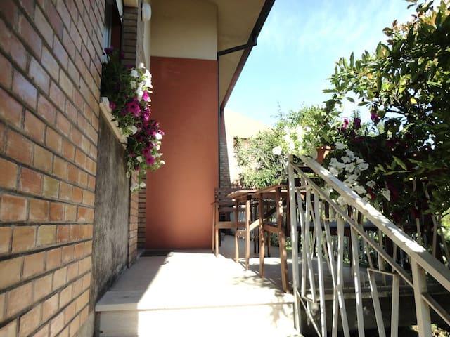 Ravenna Nice flat in charming Villa - Rávena - Villa