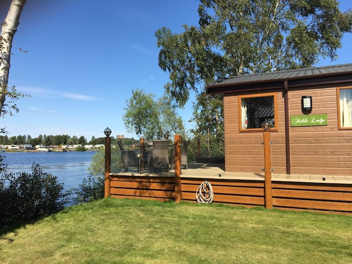 Fable Lodge -  Luxury Lakeside Lodge with Hot tub