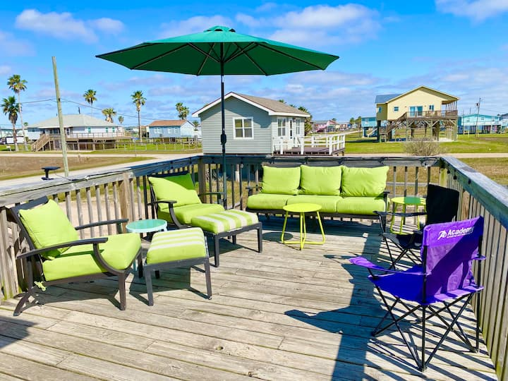 Family & Pet Friendly ~1 block from the Beach!