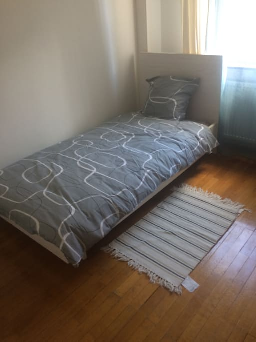 Single bed room for guests