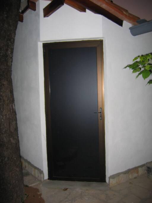 Tür zum Hof und Deposito