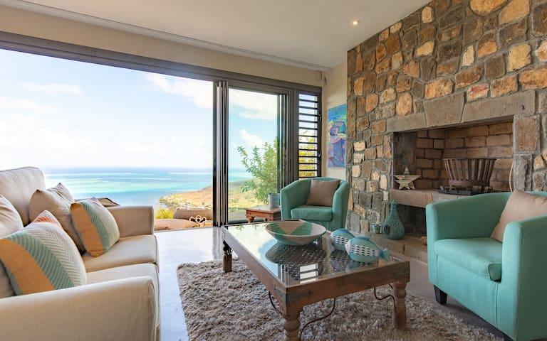 Stunning lagoon view villa in nature