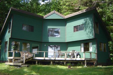 Eagle Tree Waterfront Cottage - Quathiaski Cove - Rumah