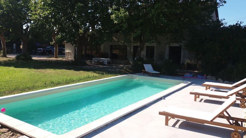 Studio dans dépendance avec piscine