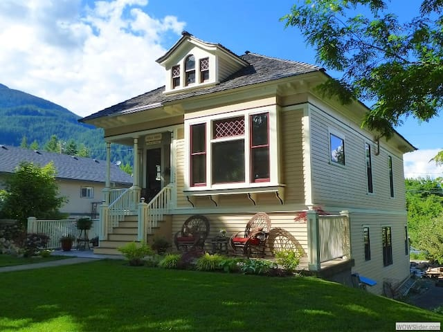 Kaslo House: Charming Heritage Home Apartment - Kaslo - Huoneisto