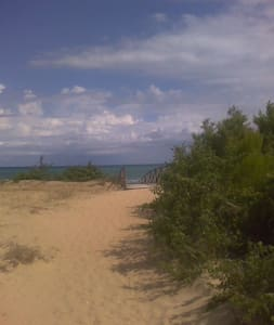 the housright in front of the beach - Foce Varano - Apartament
