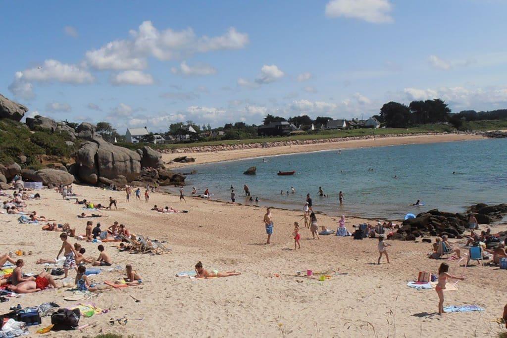 Plusieurs belles plages faciles à trouver. Viele schöne Strände in der Nähe.