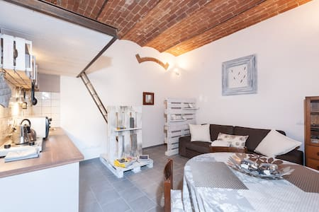 Pallet Flat-Stylish apt with garden - Florence - Appartement