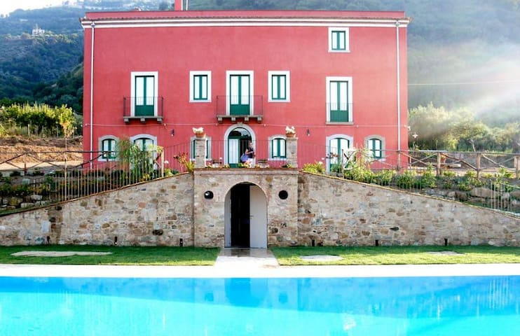 Apt in villa with pool (5pax) - Province of Messina - Wohnung