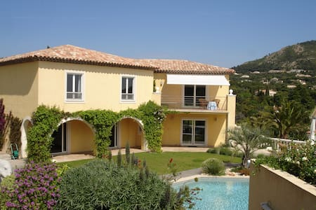Golf and Beach Hols near  StTropez  - Grimaud - Bed & Breakfast