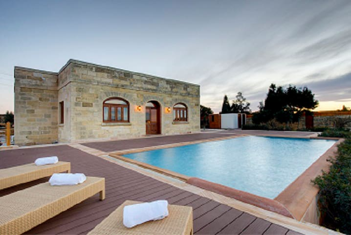 Luxury villa 3 Bedrooms, Munqar - Zurrieq - Villa