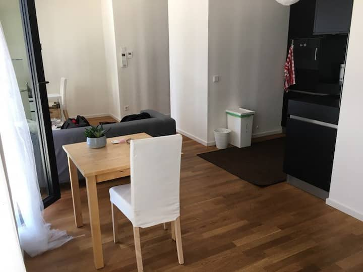 Taunusturm: Luxus Apartment Zwischenmiete NOV