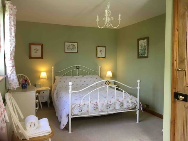 Cosy double room on farm beautiful countryside B&B
