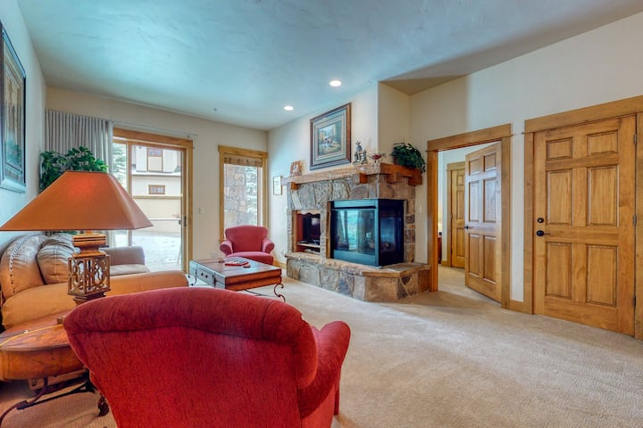 Walk to gondola! Condo w/ fireplace, W/D & shared pool/hot tubs/gym/steam room!