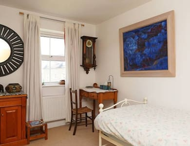 Single room in vibrant Frome. You are welcome :) - Frome