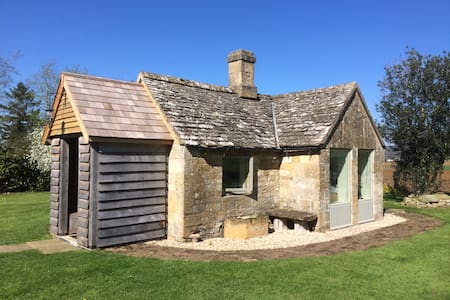 Charming mini cottage bedroom - Winchcombe - กระท่อม