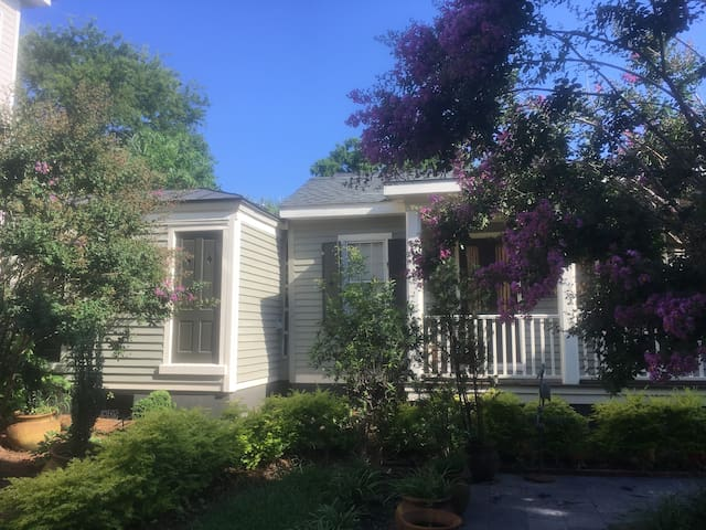 PRIVATE COTTAGE IN HISTORIC DISTRICT - 30 DAY MIN.