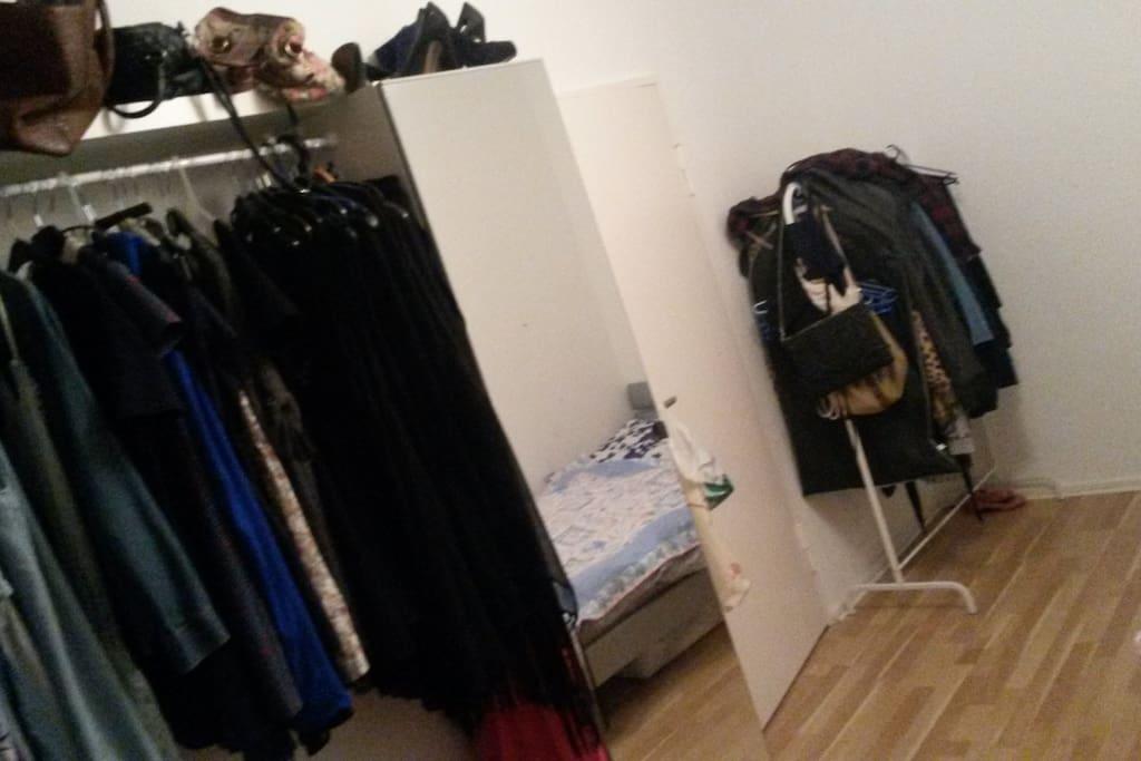 dein zimmer :) your room