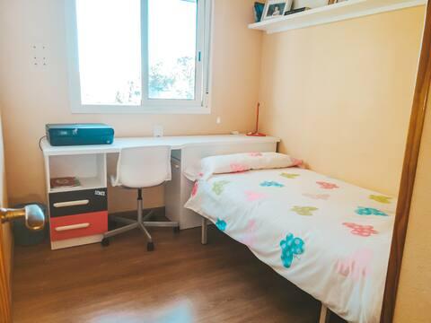 Habitación soleada y acogedora.