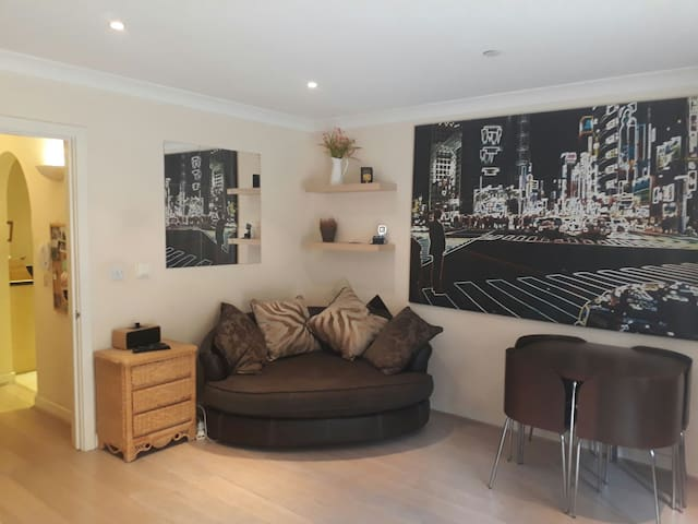 Bright Flat in Leatherhead