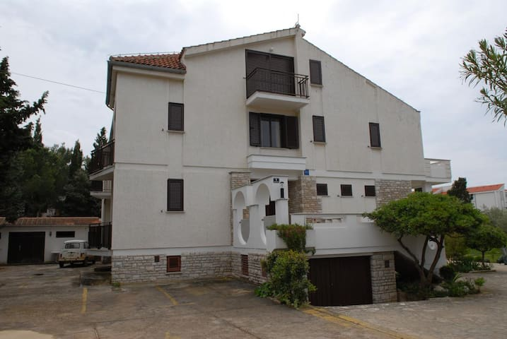 One bedroom apartment with terrace Novalja (Pag) (A-213-b)