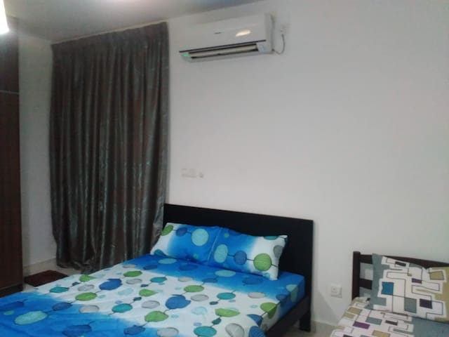 KLIA room for 3 | WIFI | AC | Shuttle |