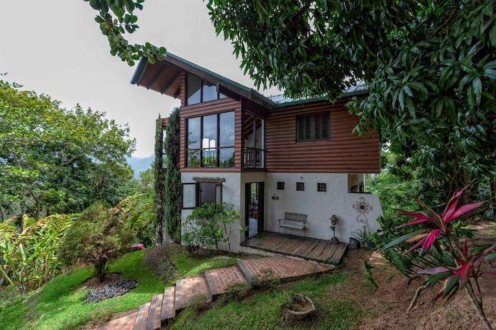 Rustic 2BR Elegant Cabin w/Jarabacoa Valley's View