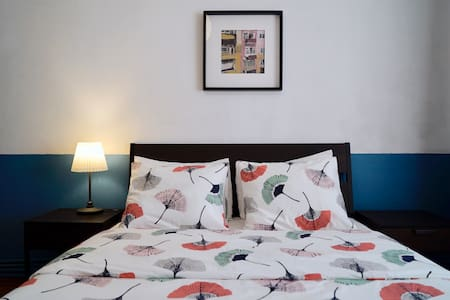 Room in Spacious Flat |  5 mins to Metro Station