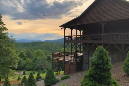 Buck Mountain Getaway: w/hot tub, fireplace, Boone