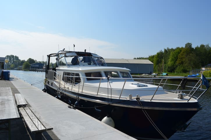 Spend the night on a luxury yacht in Friesland