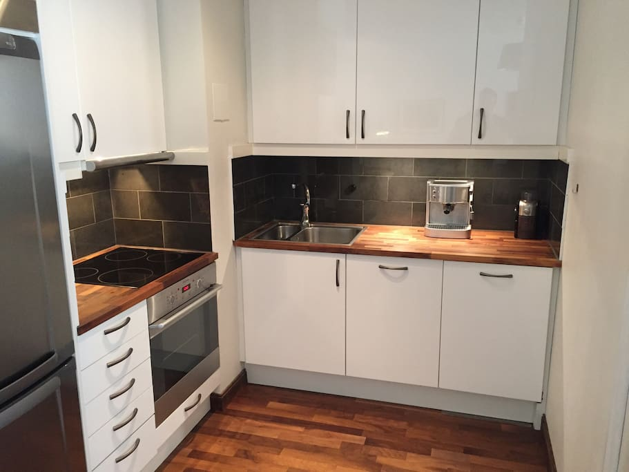 A fully equipped kitchen with coffee machine, coffee grinder, juicer etc