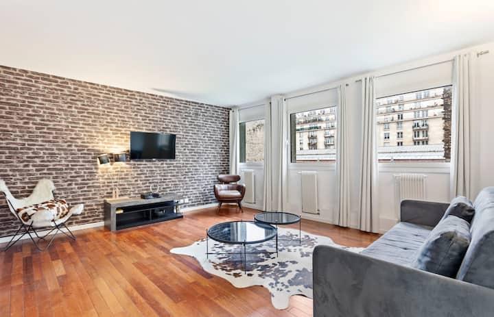 Stunning One Bedroom Apartment Sleeps 5, in Paris
