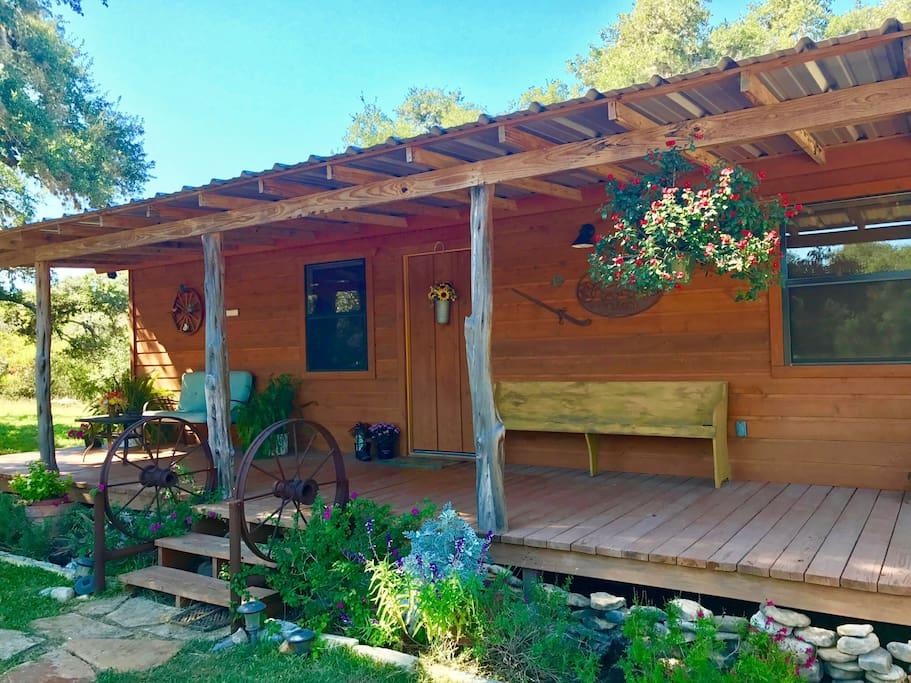 Four sisters ranch cabin utopia tx chalet in affitto a for Costruttori di case in stile ranch in texas