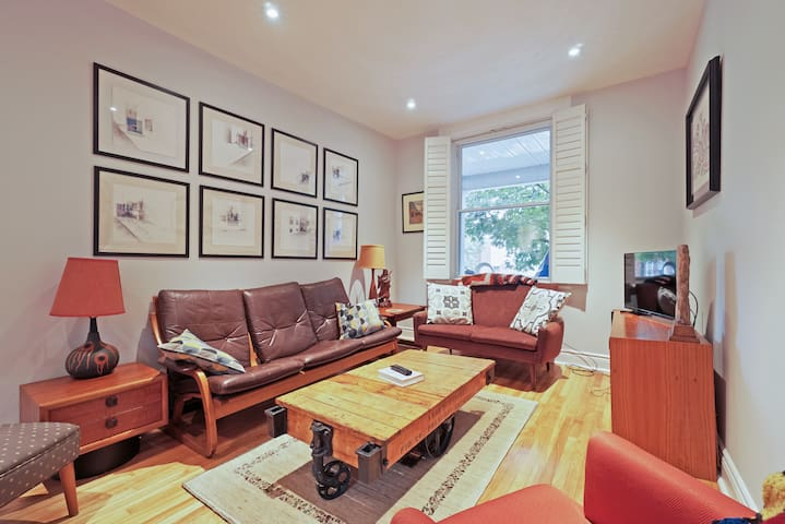 Fabulous Hintonburg Apartment with  parking