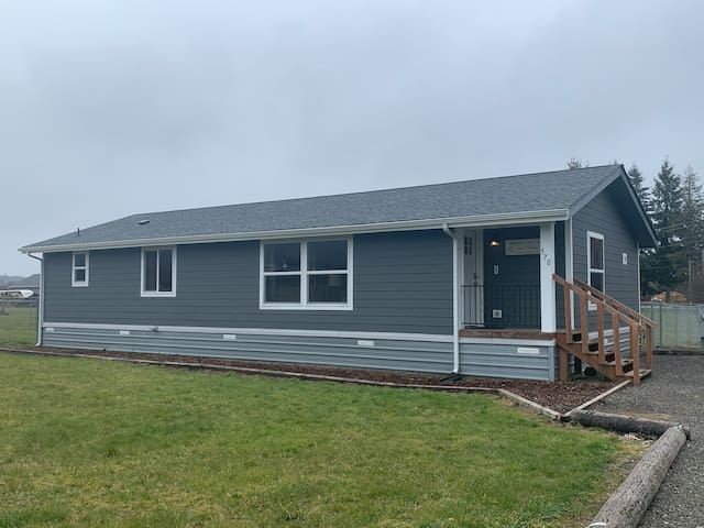 3 bdrm/2ba home in Forks - Cozy and Comfortable