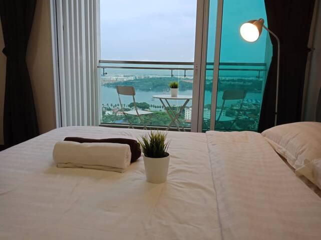 ⚡️Pristine Suites@CIQ ⚡️ Sea View ♥ Infinity Pool