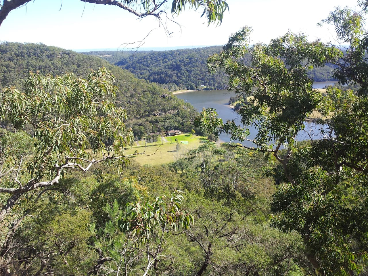 Nestled in picturesque bush and hugging the Hawkesbury River