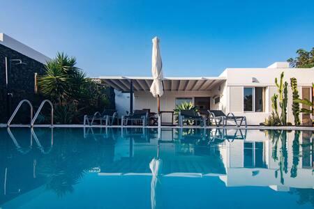"""Coloradas House"" Modern 2BR Villa w/ Private pool, Terrace & WiFi"