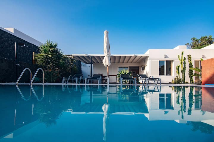 """Coloradas House"" Modern 2BR Villa w/ Private pool, Terrace & WiFi"