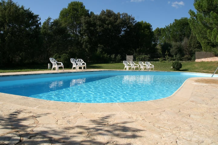 Lou Pitchou, charm in Provence with shared pool