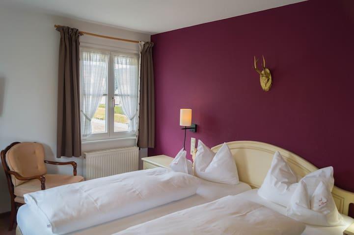 Adlerweg 9 - das Bed and Breakfast, (Hinterzarten), Doppelzimmer Adlerwald