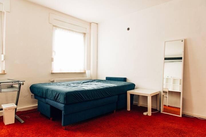 Zimmer für bis zu 4 Personen im EG