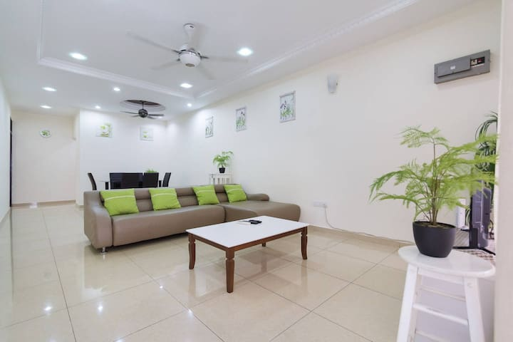 8A Penang Homestay@Landed house 3 bedrooms 10pax