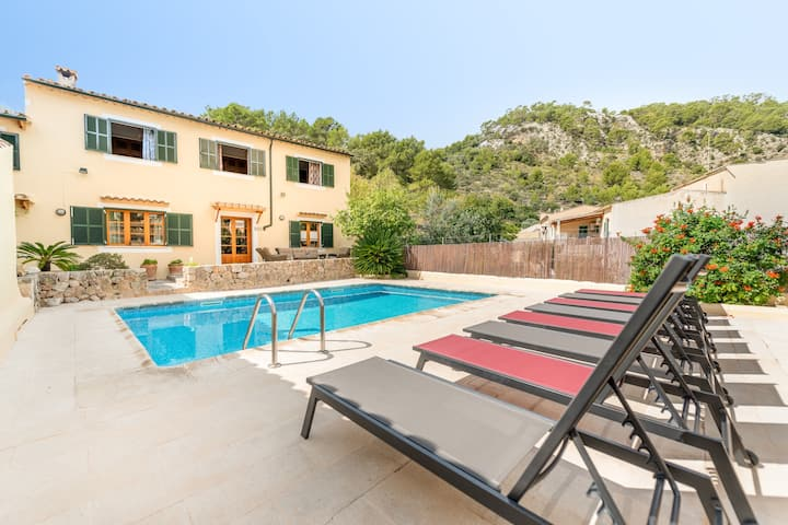 Charming Holiday Home Can Roseta with Mountain View, Garden, Pool, Terraces & WiFi; Parking Available
