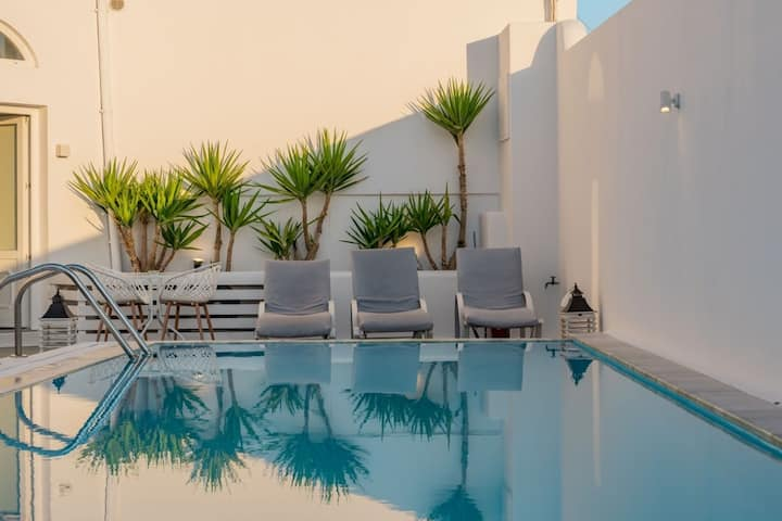 Beautiful 4-Bed Cave House near Fira, private pool