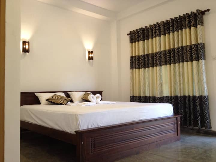 3 cozy mud house private room is weligama