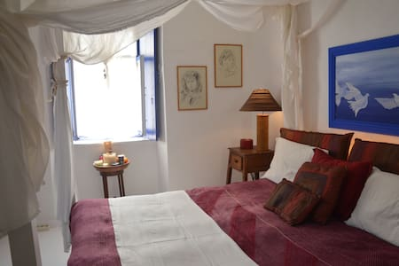 Room in the center of hydra