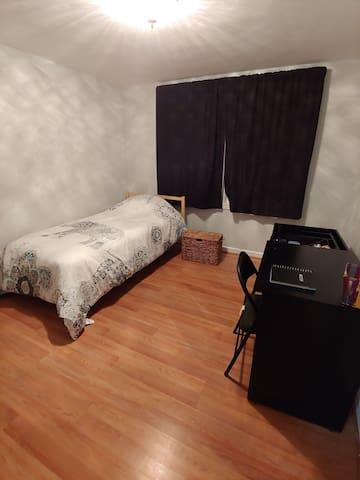 Cozy and homey 2 room condo