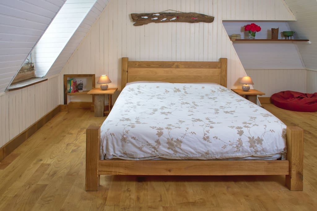 Large double bedroom with walk in wardrobe